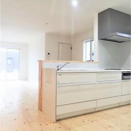 白で統一されたシンプルでコンパクトなお家
