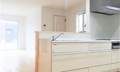 白で統一されたシンプルでコンパクトなお家 (キッチン)