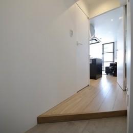 RE : Apartment UNITED ARROWS LTD. CASE003 / PLAN A-玄関
