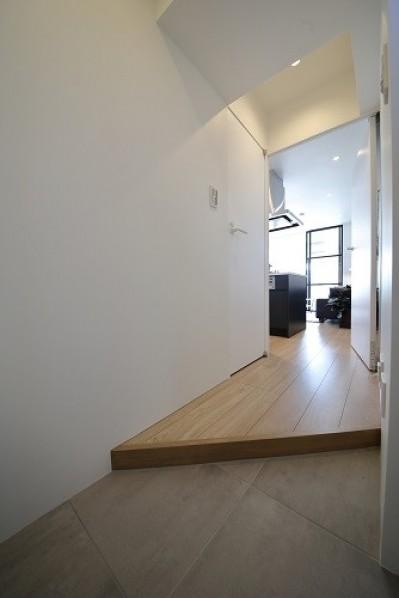 玄関 (RE : Apartment UNITED ARROWS LTD. CASE003 / PLAN A)