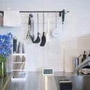 素材と質感にこだわった表情豊かな空間の写真 キッチンタイル