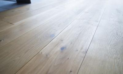 素材と質感にこだわった表情豊かな空間 (床)