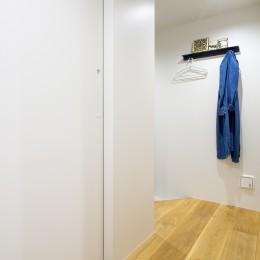 素材と質感にこだわった表情豊かな空間 (玄関)