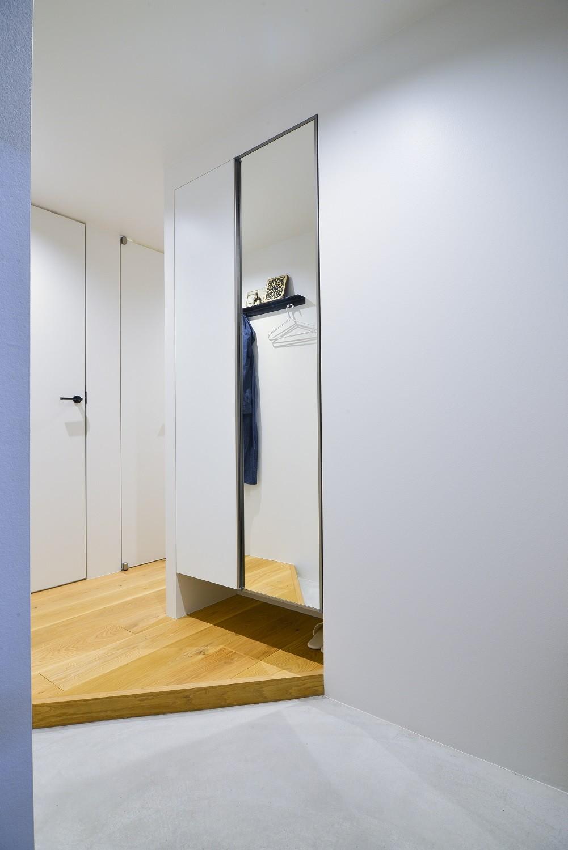 玄関事例:玄関(素材と質感にこだわった表情豊かな空間)