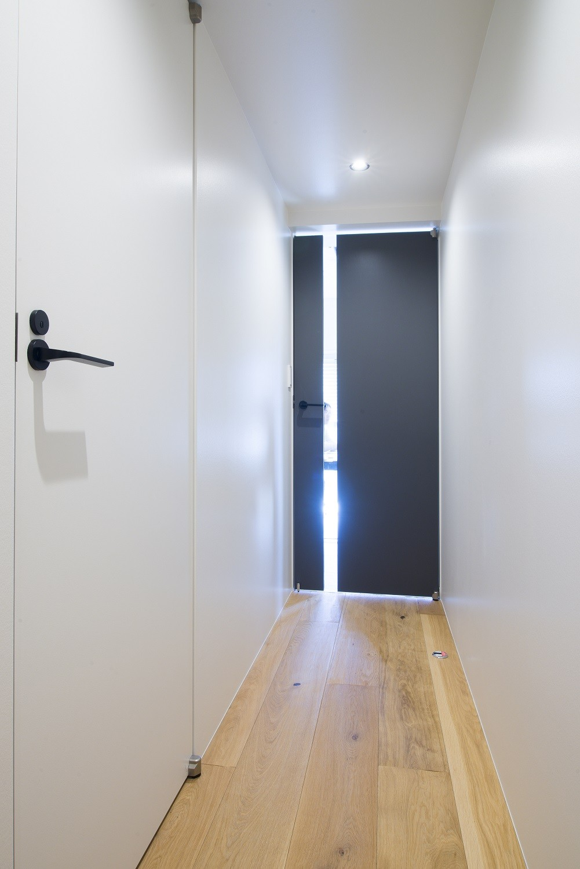 収納事例:廊下(素材と質感にこだわった表情豊かな空間)