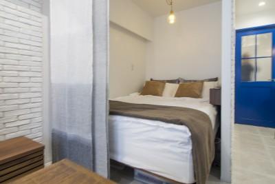 ベッドスペース (お気に入りの家具に囲まれながら)