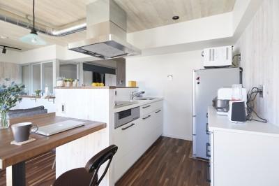 キッチン (コンパクトな空間を無駄なく活用して快適に)