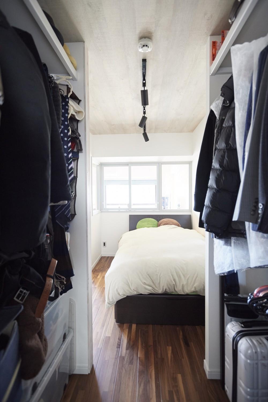 コンパクトな空間を無駄なく活用して快適に (寝室)