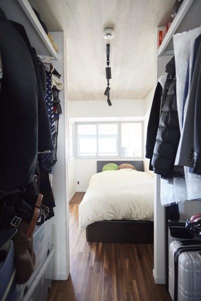 寝室 (コンパクトな空間を無駄なく活用して快適に)