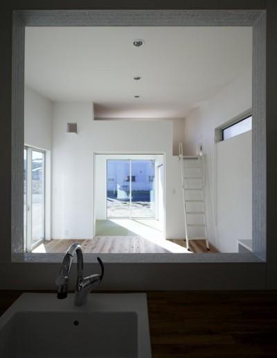 デッキを抱くL字屋根の家 (内観3)