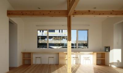 デッキを抱くL字屋根の家 (内観5)