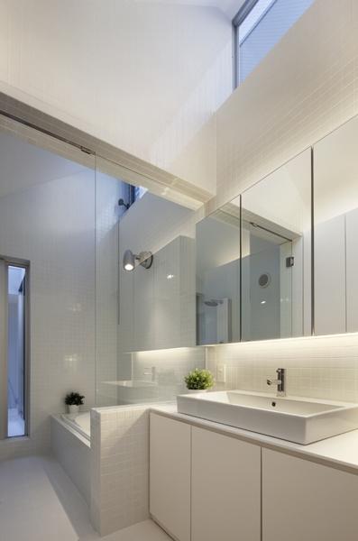 上高井戸の家 (浴室洗面室)