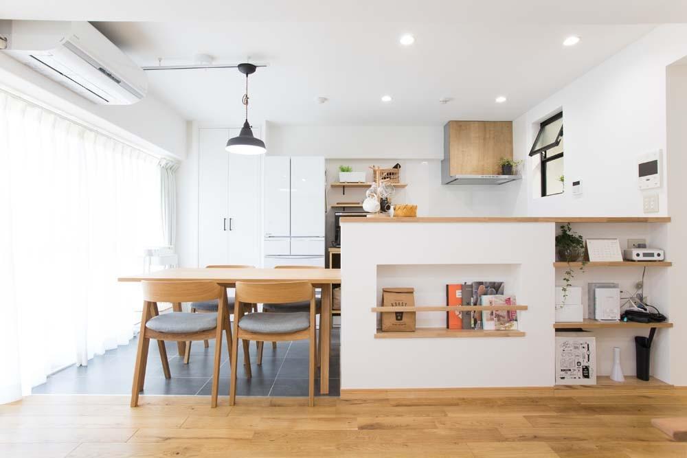 ダイニングキッチン (混雑しがちな場所を回遊動線で。土間・通気性・子供部屋を取り入れた夢のマンションリノベ。)