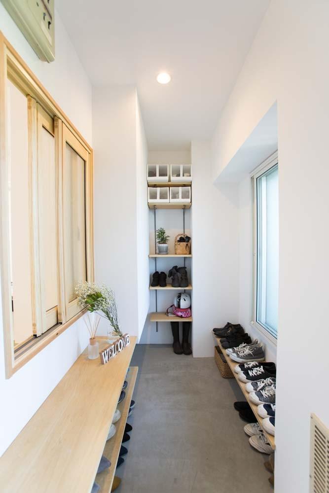 玄関事例:土間玄関(混雑しがちな場所を回遊動線で。土間・通気性・子供部屋を取り入れた夢のマンションリノベ。)