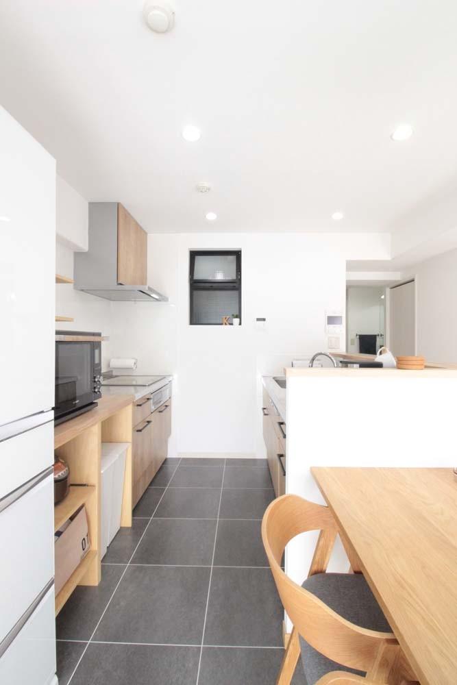 キッチン事例:大きく配置を変えたキッチン(混雑しがちな場所を回遊動線で。土間・通気性・子供部屋を取り入れた夢のマンションリノベ。)