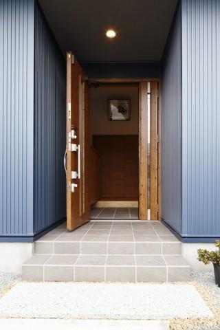 青い門形平屋の家 (外観3)