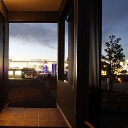中庭と屋上とステージがある白と黒の家 (内観6)