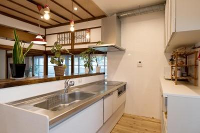 キッチン (時代の面影を残しつつ、使い勝手の良い空間へ)