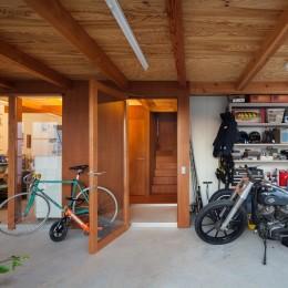 守谷の住宅 (土間スペース(バイクスペース))