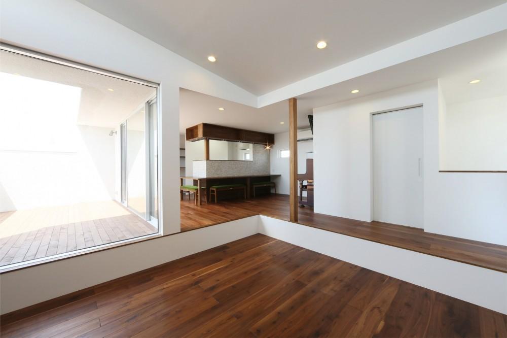 カフェスタイルのオープンスペースがある家。「理想を忘れなかったから生まれた空間です。」 (ダイニング)