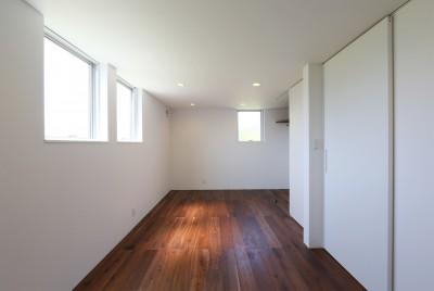 洋室 (カフェスタイルのオープンスペースがある家。「理想を忘れなかったから生まれた空間です。」)