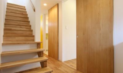 オブジェのような美しい曲線の家。『他にはないカッコいい家』は機能性もしっかり。 (玄関ホール)