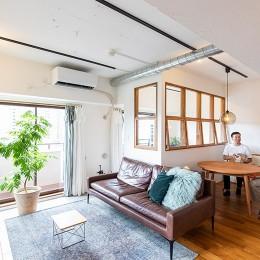日差しを部屋中に届けるインナーテラスと室内窓 (リビングダイニング)
