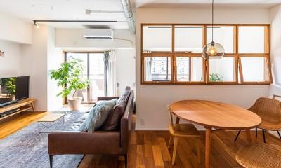 日差しを部屋中に届けるインナーテラスと室内窓 (室内窓)
