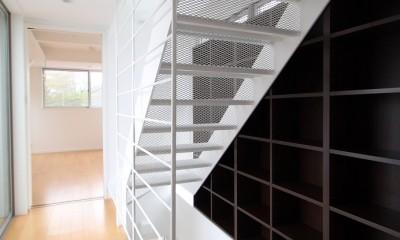 光が通り、開放感が生まれ、家が明るくなる魔法の階段、スケルトン階段の家