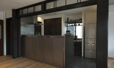 アレルギー反応を持つ子供が住むための和モダン住宅/美しい空気の家 (キッチン)