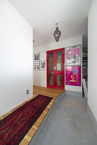 玄関 (西海岸仕立ての鉄骨戸建てリノベ)