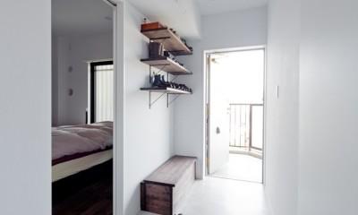 長方形を楽しむ。シンプル&グリーンの暮らし (玄関)