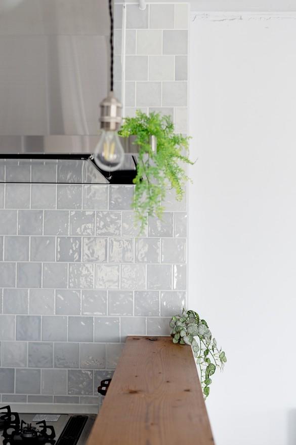 長方形を楽しむ。シンプル&グリーンの暮らし (キッチン)