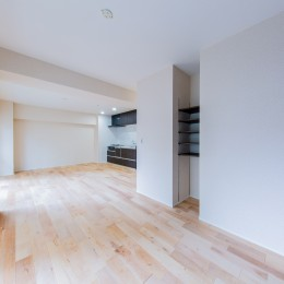 寝室スペース (間仕切りの無い広々な空間にリノベーション)