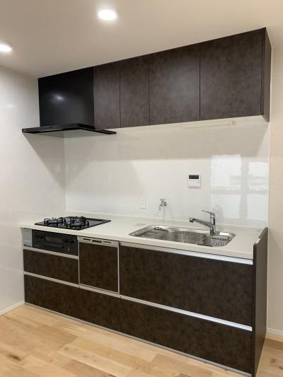 間仕切りの無い広々な空間にリノベーション (キッチン)