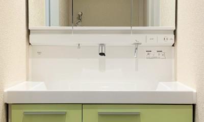 間仕切りの無い広々な空間にリノベーション (洗面台)