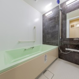 間仕切りの無い広々な空間にリノベーション (バスルーム)