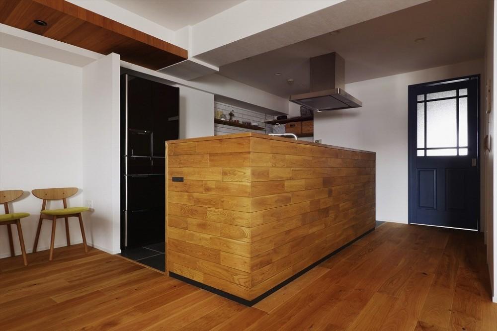 N邸_ブルーが映えるナチュラル&シンプルスタイル (キッチン)