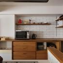 N邸_ブルーが映えるナチュラル&シンプルスタイルの写真 キッチン収納