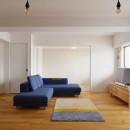 N邸_ブルーが映えるナチュラル&シンプルスタイルの写真 リビング・子ども部屋