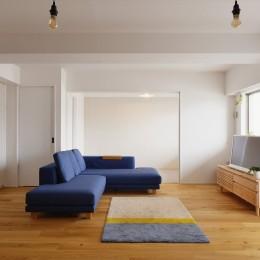 N邸_ブルーが映えるナチュラル&シンプルスタイル (リビング・子ども部屋)