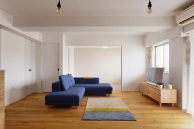 リビング・子ども部屋 (N邸_ブルーが映えるナチュラル&シンプルスタイル)