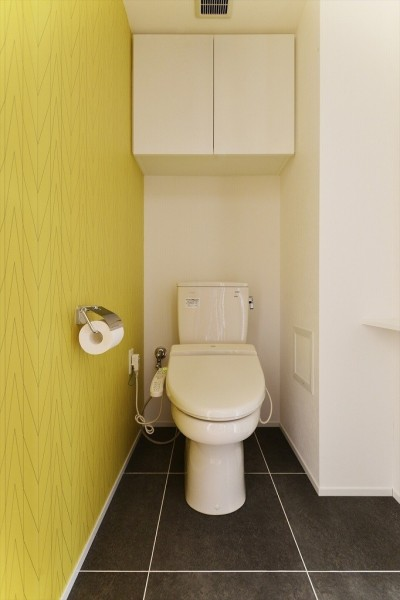 トイレ (N邸_ブルーが映えるナチュラル&シンプルスタイル)