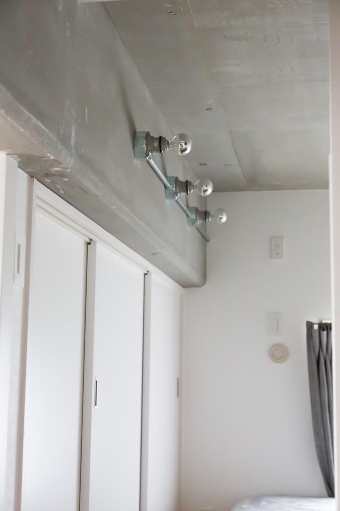 モールテックスキッチンのシンプルリノベーション (寝室収納)