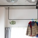 モールテックスキッチンのシンプルリノベーションの写真 アイアンバー