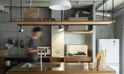 広々した土間とユニークなベッドルームが特徴の開放的な家 (使いやすい二の字型キッチン)