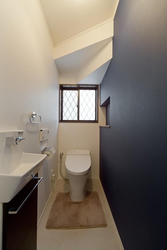 リノベーションで都会中の静寂を (トイレ)