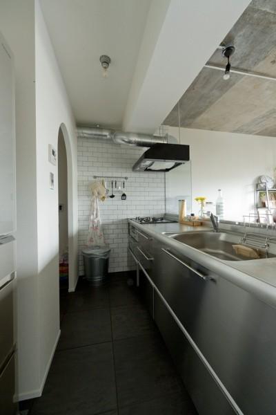 キッチン (憧れのガレージハウスをリノベーションで叶える)