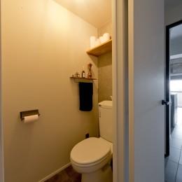 憧れのガレージハウスをリノベーションで叶える (トイレ)