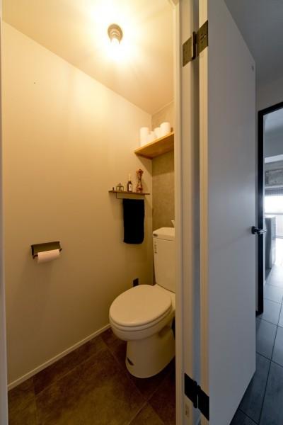 トイレ (憧れのガレージハウスをリノベーションで叶える)